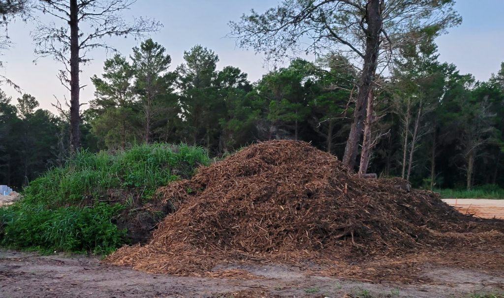 Trash, garbage in Bella Collina, HOA, residents complaint